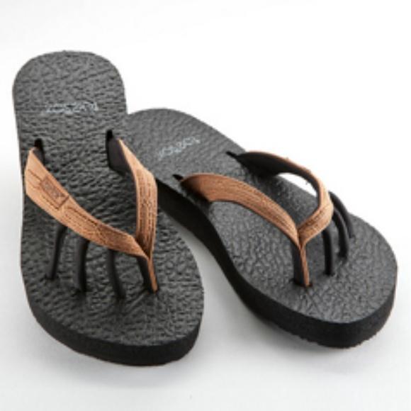 c1c84ac68830 NWOT Toesox Serena Five Toe Sandal size 7. M 5aea0aec077b979e745700b1